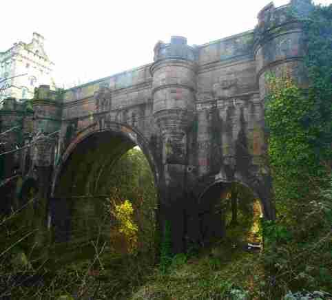 El puente de los perros suicidas Overtoun_bridge_lower_res